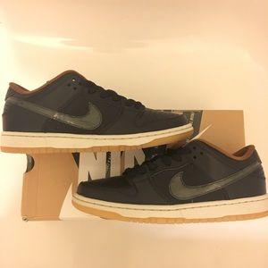 Nike SB Dunk Low Black Rain Sz 9 RARE